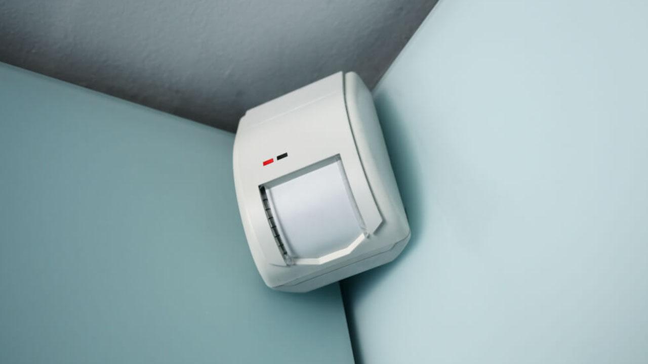Sistemas de monitoreo de alarmas: sensor de movimiento
